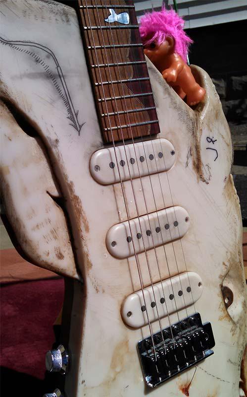 whale-guitar1